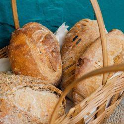 Pâine cu făină integrală, graham, albă. Ce alegem?