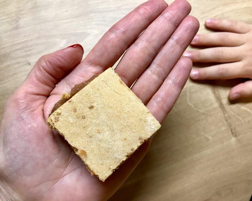 Prăjitură cu mere și făină integrală, cu conținut redus de zahăr