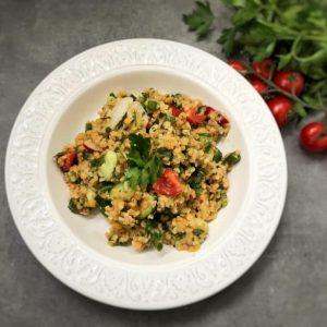 salată cu linte roșie legume și bulgur