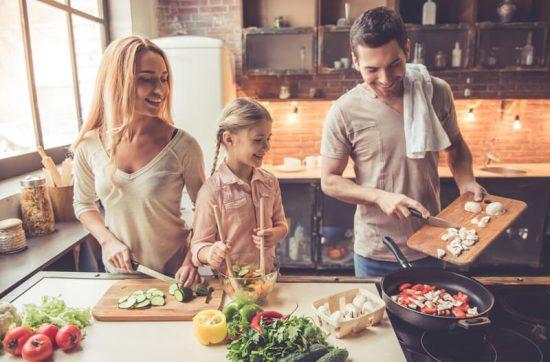 Alimentația copilului sau alimentația familiei?