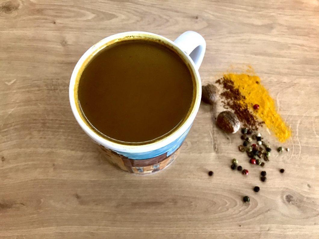ciocolată caldă sau turmeric latte